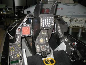 1024px-F16_Cockpit,_Asian_Aerospace_2006